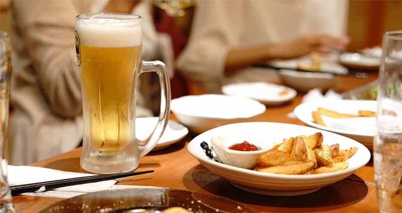 一人飲みはハードルが高い?居酒屋に一人で行くのをためらってしまうのはなぜ?