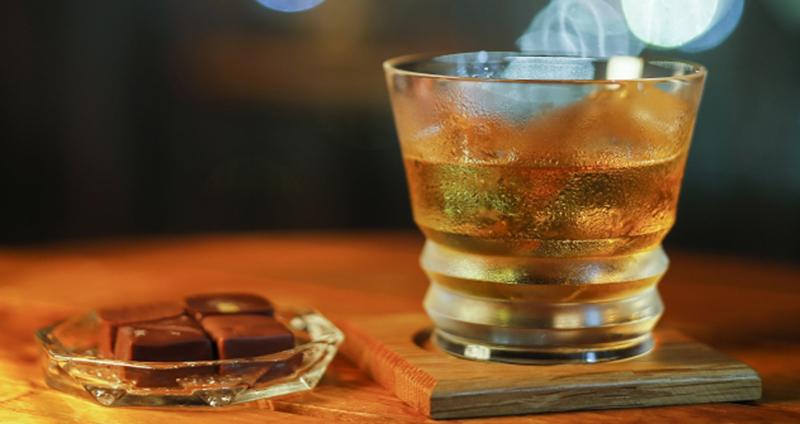 居酒屋で一人飲みでも出会いのきっかけを作るには?流れとコツ教えます